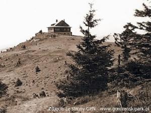 Schronisko na Lubaniu - spalone w 1944 roku. (zdjęcie z archiwum GPN)