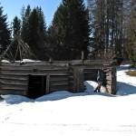 Ruiny bacówki na polanie Stawieniec