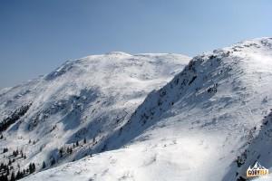 Szczyt Babiej Góry 1725 m widziany z grani schodzącej na Przełęcz Brona 1408 m