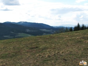Kudłoń 1274 m i Babia Góra 1725 mwidziane z Polany Nowej pod Myszycą 877 m