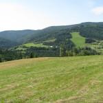 Pasmo Kudłonia 1274 m i Dolina Kamienicy widziane z Polany Nowej pod Myszycą 877 m