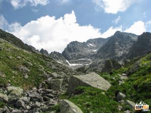 Widok z Zadniej Jaworowej Doliny w kierunku Lodowego Szczytu