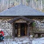 Rainerowa Chata (słow. Rainerova chata, Rainerka), najstarszy zachowany w Tatrach schron turystyczny (obecnie muzeum nosiczy)