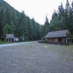 Sindlovec i asfaltowa droga do Rohackiego Bufetu