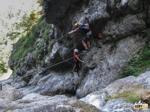 Pierwszy most linowy nad wodospadem Rotschitza-Klamm