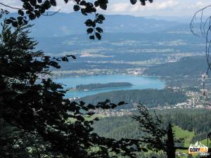 Widok ze ścieżki powrotnej do pensjonatu Baumgartner na jezioro Faaker See