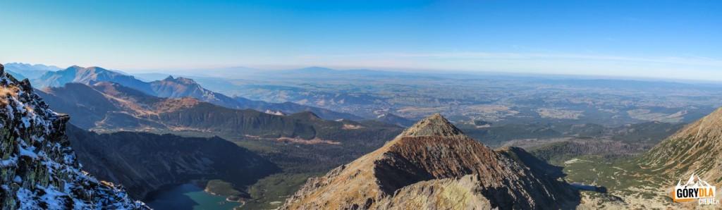 Widok zeSkrajnego Granatu naDolinę Gąsienicową zCzarnym Stawem iDolinę Pańszczyca zCzerwonym Stawem. Centralnie szczyt Żółtej Turni.