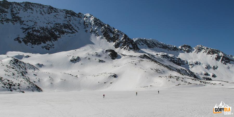 Przejście zimową drogą przez Wielki Staw i dalej na Szpiglasową Przełęcz