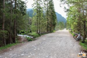 W lewo ścieżka do Wywierzyska Chochołowskiego