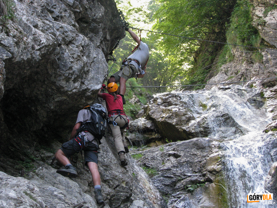 Most linowy nadwodospadem Rotschitza
