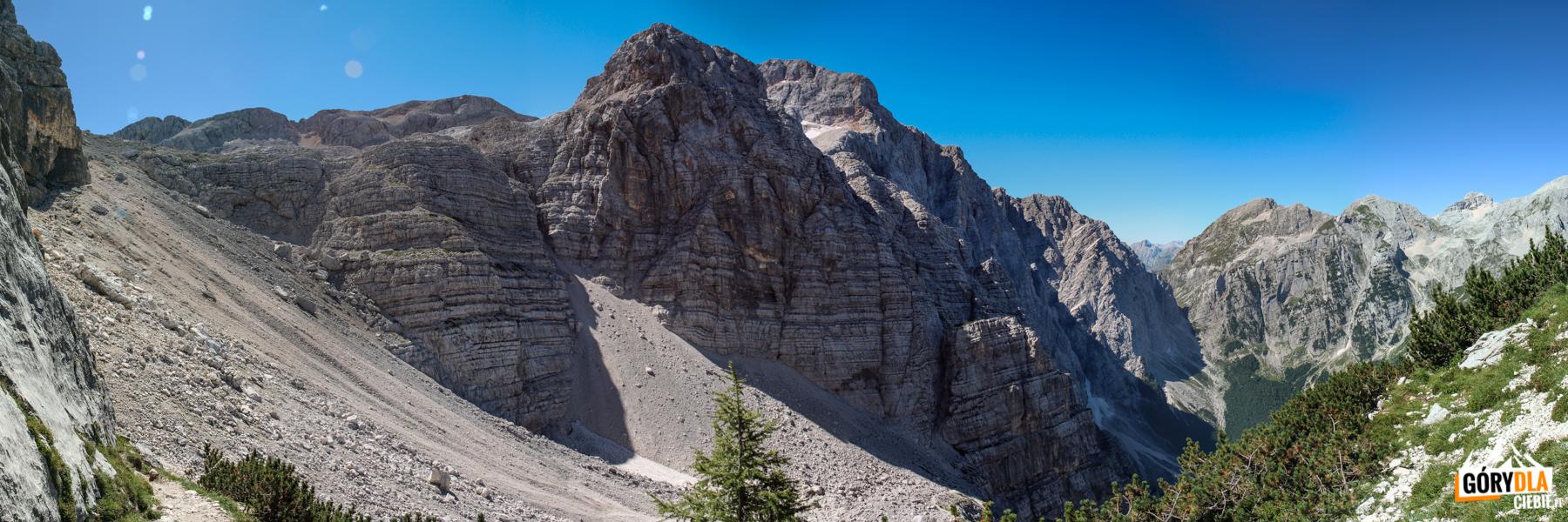 Koniec wspinaczki ferratą, wchodzimy napiargi podBegunjski vrh (2461 m)