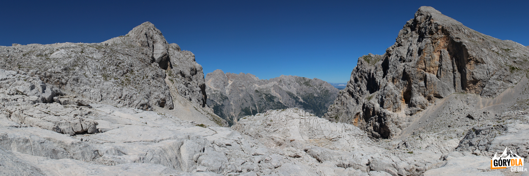 Widok ześrodka kotła naBegunjski vrh (2461 m)