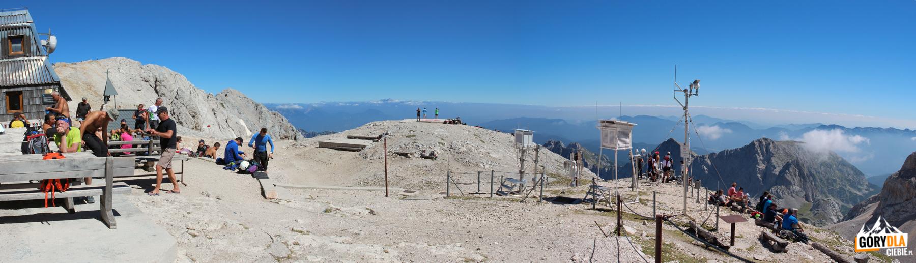 "Otoczenie schroniska ""Triglavski dom naKredarici"" (2515 m)"