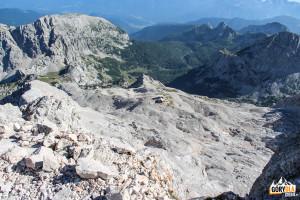 """Daleko w dole to """"Dom Planika"""" (2401 m)"""