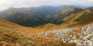 Otoczenie Doliny Chochołowskiej widziane z grani pod Kończystym Wierchem (2002 m)
