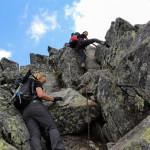 Trochę wspinaczki przy wejsciu granią na szczyt Pahoła (2167 m)