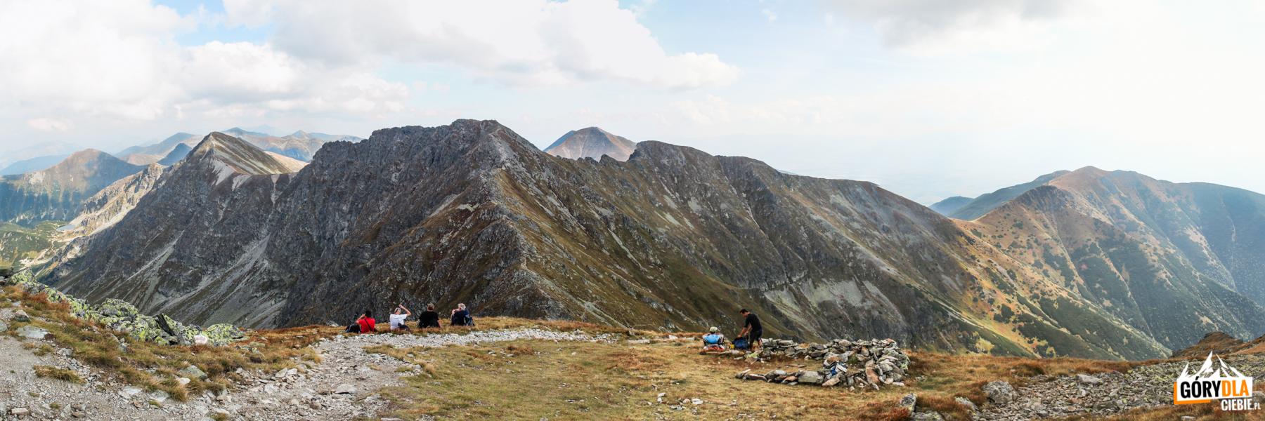 Widok zeszczytu Pahoła (2167 m) nagrań Rohaczy