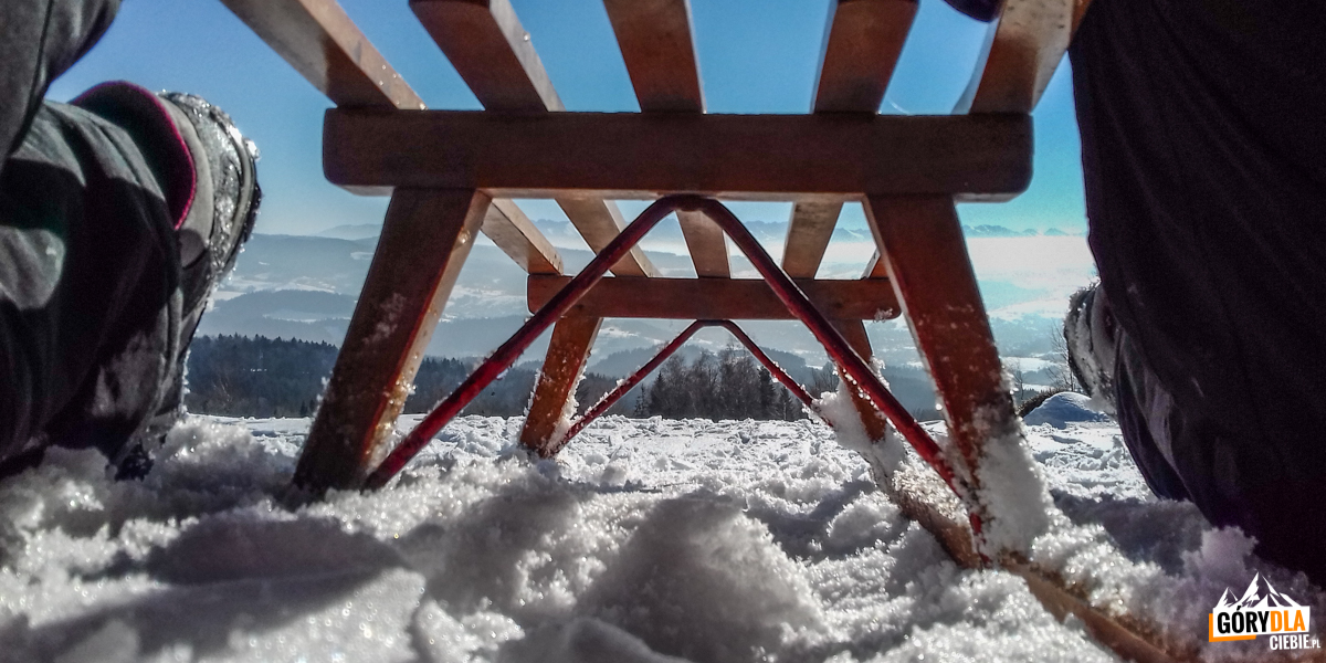 Sanki naPolanie Surówki, awtle panorama Tatr