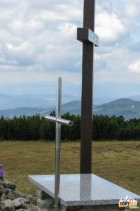 Krzyż iołtarz polowy naszczycie Pilska (1557 m)