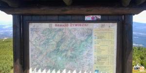 Tablica informacujna na szczycie Góry Pięciu Kopców (1542 m)