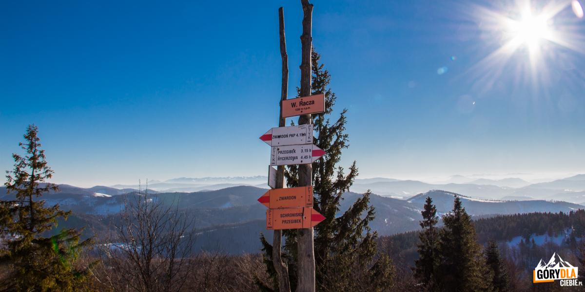 Przed Schroniskiem naWielkiej Raczy (1236 m)