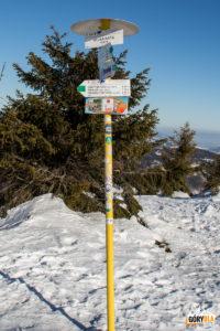 Słowackie drogowskazy na szczycie Wielkiej Raczy (1236 m)