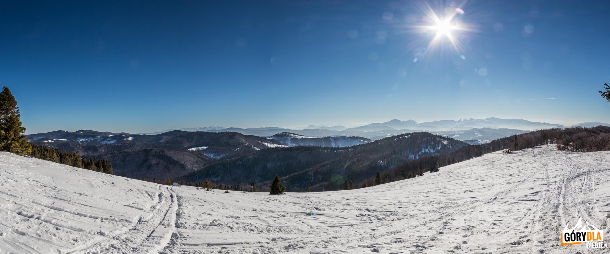 Panorama Tatr iMałej Fatry zMałej Raczy (1153 m)
