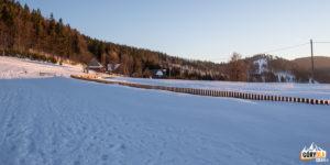 zasypana śniegiem Przełęcz Przegibek (990 m)