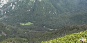 Schronisko na Hali Ornak widziane z grani Ornaku