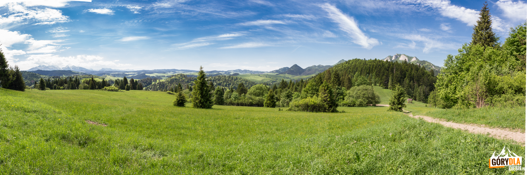 Panorama Tatr iPienin Właściwych znad Przełęczy Cerla (610 m)