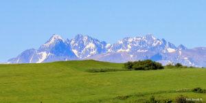 Panorama Tatr spod szczytu Wysokiego Wierchu (898 m)