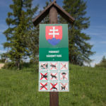 Tablice informacyjne na Przełęczy Leśnickiej