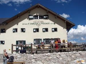 Rifugio Franco Cavazza al Pisciadu nel Gruppo di Sella 2585 m n.p.m.