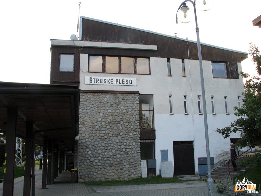 """Stacja """"Elektriczki"""" w w Szczyrbskim Jeziorze"""