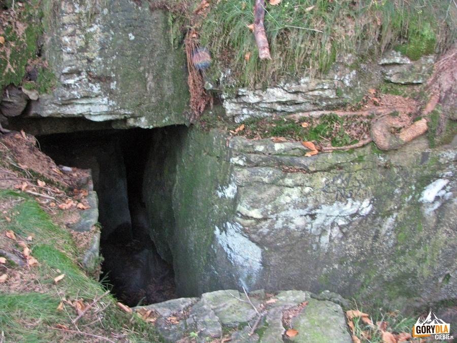 Jaskinia w Pękniętej Skale