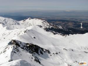 Kasprowy Wierch na tle Giewontu, na horyzoncie Pilsko i Babia Góra