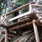 Konstrukcja nad okazem powalonego drzewa w dolinie Łopusznej