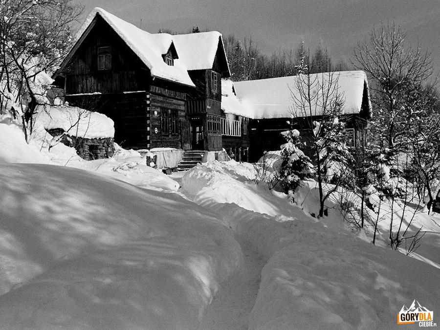 Gorczańska Chata zimą