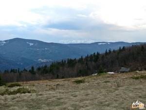 Panorama Tatr i Gorców z polany Skalne pod Jasieniem 1062 m