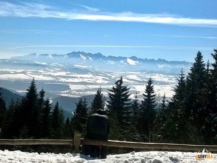 Panorama Tatr zprzed schroniska naTurbaczu