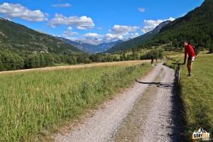 Droga do Villeneuve wzdłuż rzeki Guisane