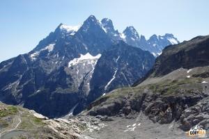 Widok spod schroniska pod Lodowcem Białym - Massif du Pelvoux: od lewej: Petit Pelvoux, Pointe Durand, Pointe Puiseux (3946 m), Pic Sans Nom