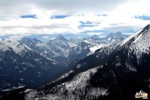 Otoczenie Doliny Białej Wody widziane z drogi na Gęsią Szyję