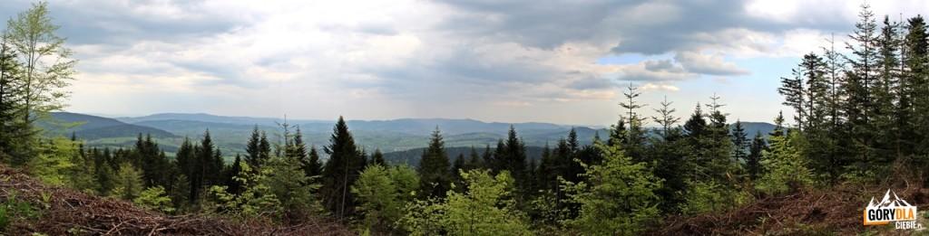 Widok z trasy w kierunku Słopnic - Pasmo Łopusza i Kobyły oraz Pasmo Łososińskie