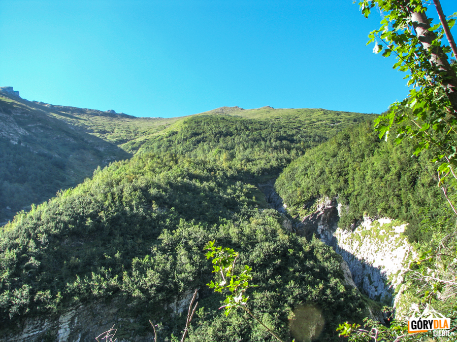 Reglany Potok, a nad nim Szeroka Dolina