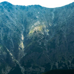 Rakuska Czuba (słow. Veľká Svišťovka) 2038 m i wyrażny szlak na Rakuski Przechod (Sedlo pod Svišťovkou) 2023 m.