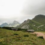 Widok z Wyżniej Przełęcz pod Kopą (słow. Predne Kopské sedlo) na Hawrań, Płaczliwą Skałę i Szalony Wierch
