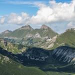 Dolina Białych Stawów, a nad nią Nowy Wierch 1998 m, Hawrań 2152 m, Płaczliwa Skała 2142 m i Szalony Wierch 2061 m