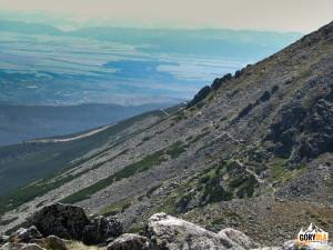Zejście z Rakuskiego Przechodu do Doliny Łomnickiej (słow. Skalnata dolina)