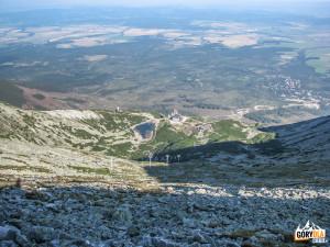 Widok z Łomnickiej Przełęczy na Łomnicki Staw